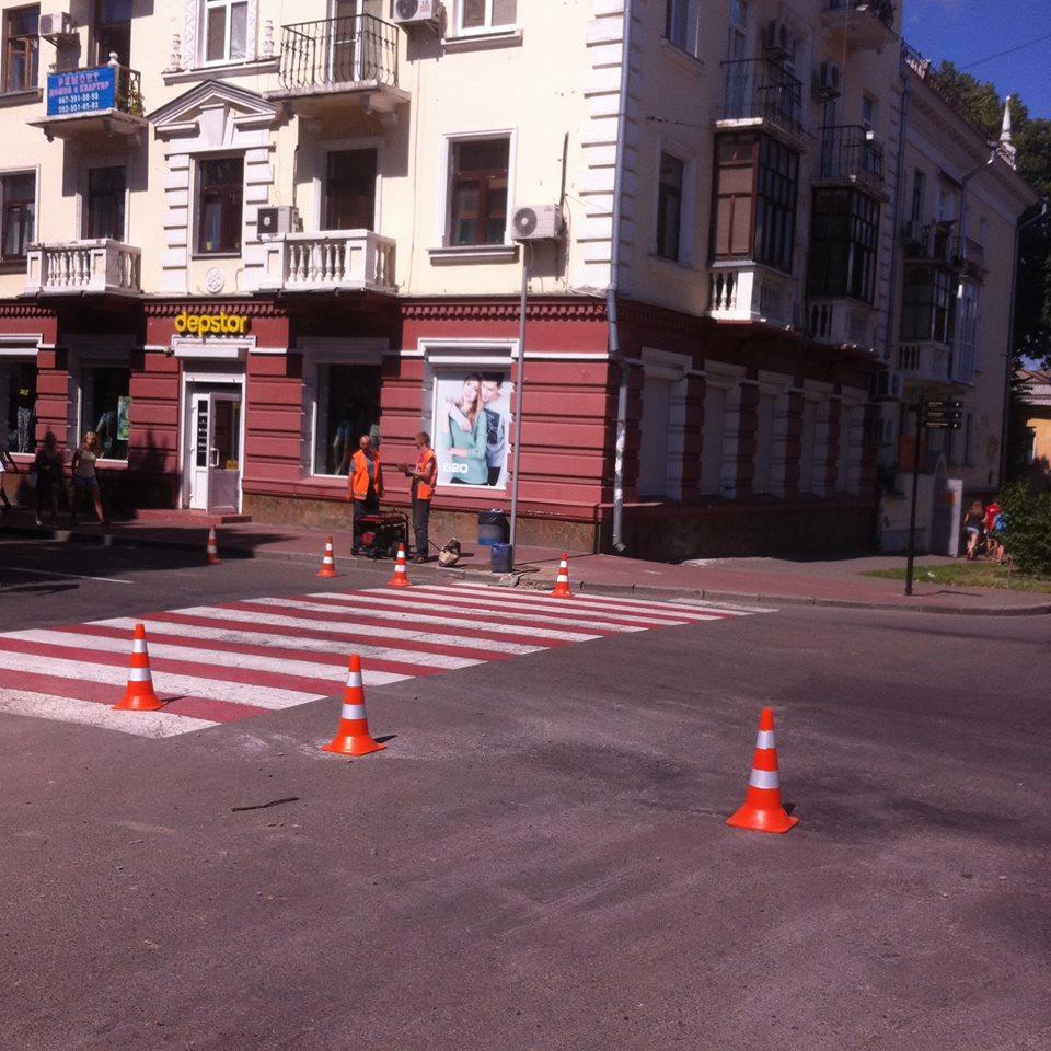 У центрі Чернігова встановлюють дзеркала  (Фото)