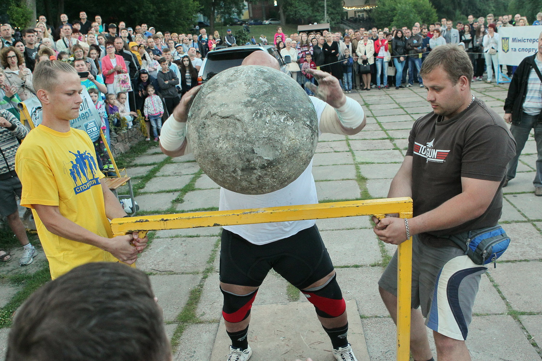 Чернігівський богатир продемонстрував силу (Фото)