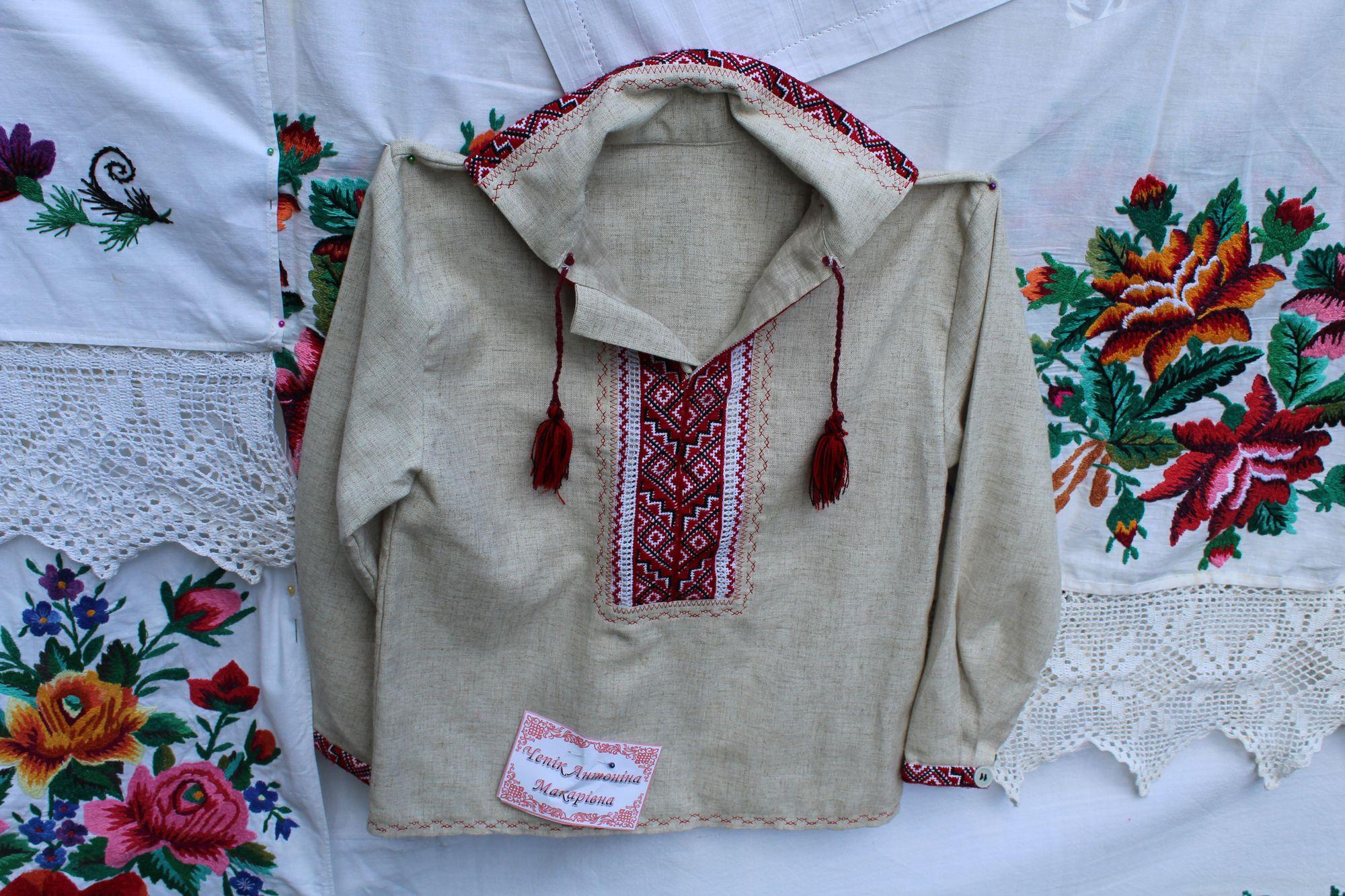 Пожовклий, але дорогий серцю: макошинські вишивальниці презентували столітній рушник