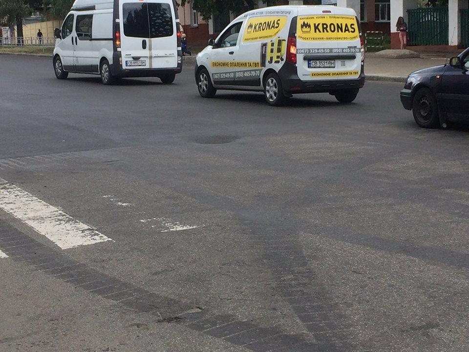 На вулиці Мазепи почав провалюватись асфальт (Фото)
