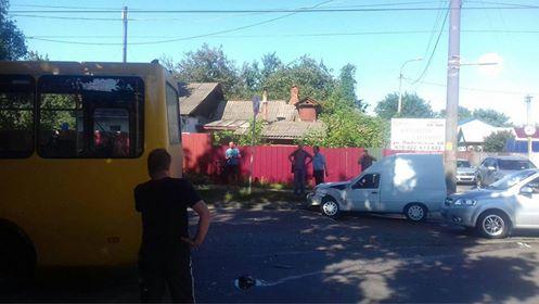 На Любецькій автобус потрапив у ДТП (Фотофакт)