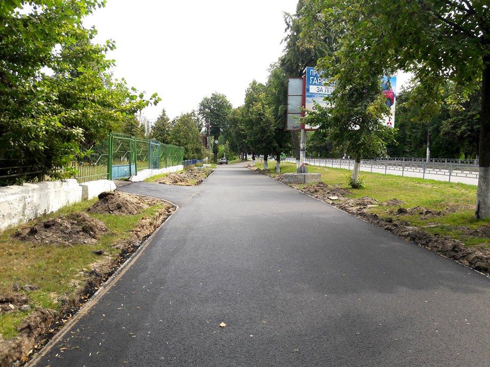 Ремонт тротуару по проспекту Миру обіцяють закінчити до кінця серпня