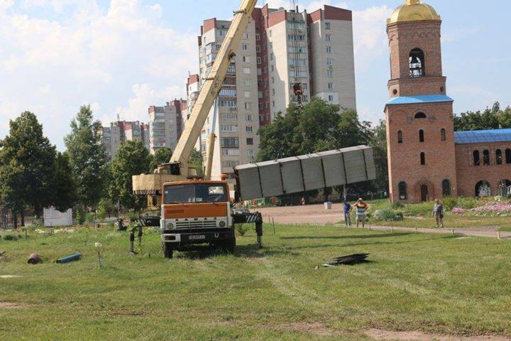 У Чернігові декомунізували стелу героям Сталінграду (Фото)