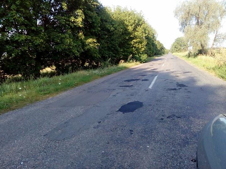 Залатані ями на дорозі Сосниця – Короп (Фото)