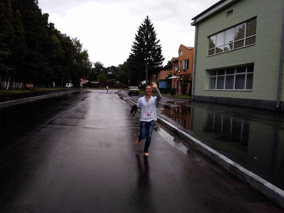 Забіг у вишиванках під дощем пройшов у Мені (Фото)