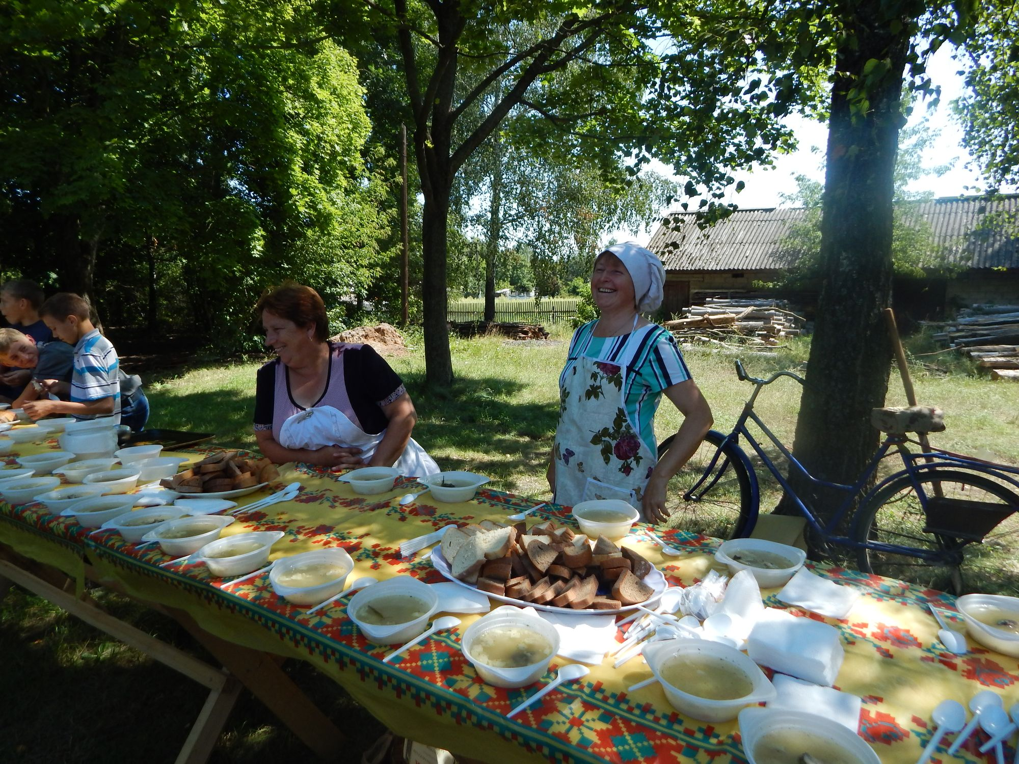 У Кучинівці відгуляли день села: пісні, юшка, лотерея (Фото)