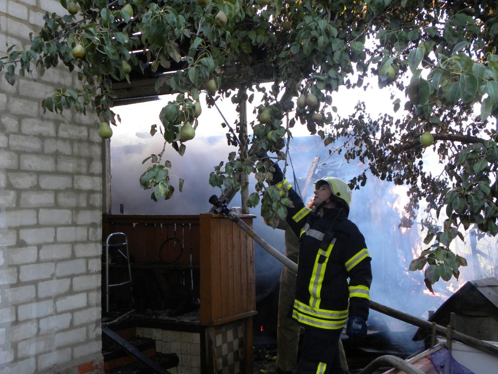 Через замикання електромережі мешканці житлового будинку могли залишитися без даху (Фото)