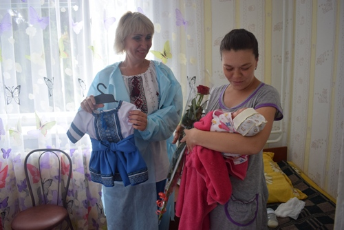 На Бахмаччині немовлят прибрали у вишиванки (Фото)