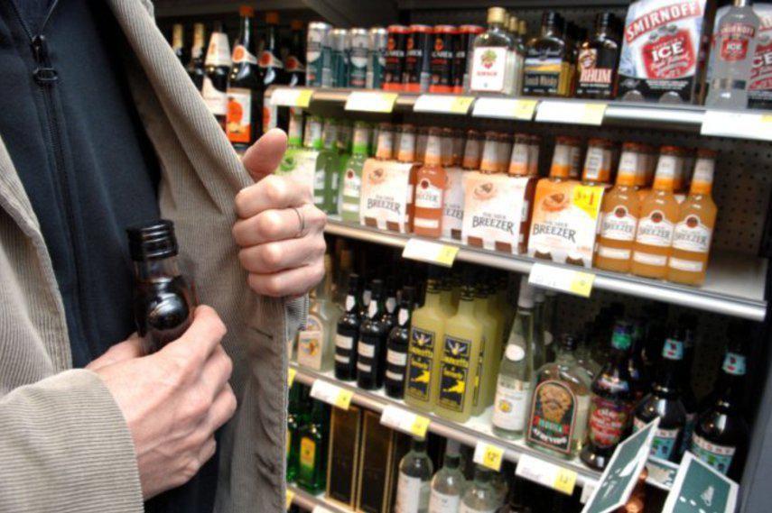 Калушанин поцупив із магазину дві пляшки елітного алкоголю
