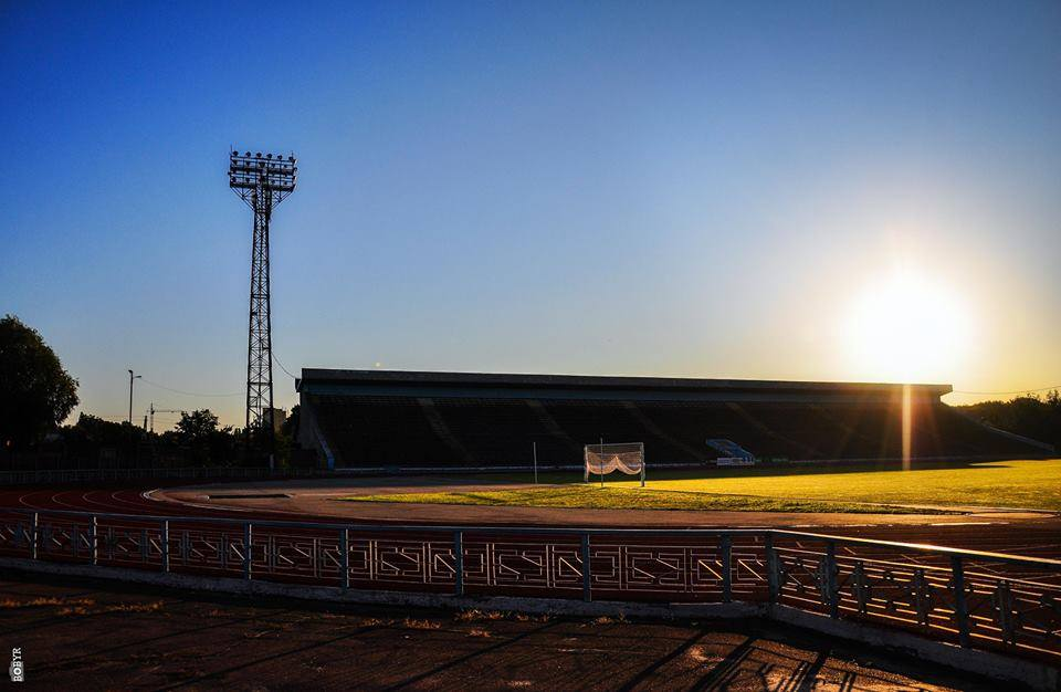 У Мережі з'явилися неймовірні світлини ранкового стадіону (Фото)