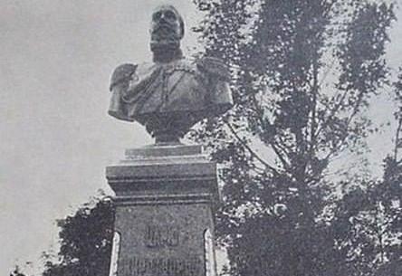 120 років тому в Чернігові встановили перші пам'ятники (Фото)