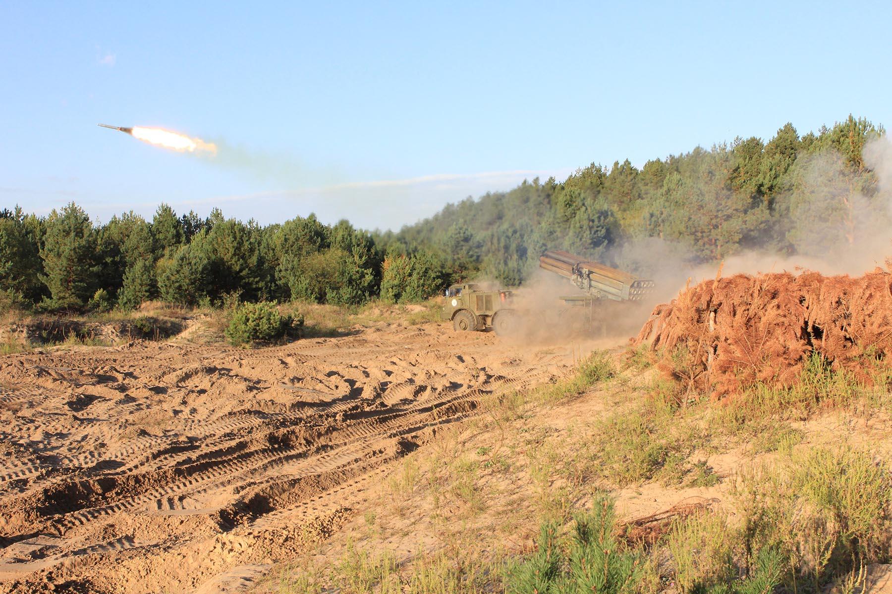 На Чернігівщині цілу добу стріляли військові (Фото)