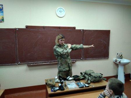 Парамедик розповіла про роль жінки на війні (Фото)
