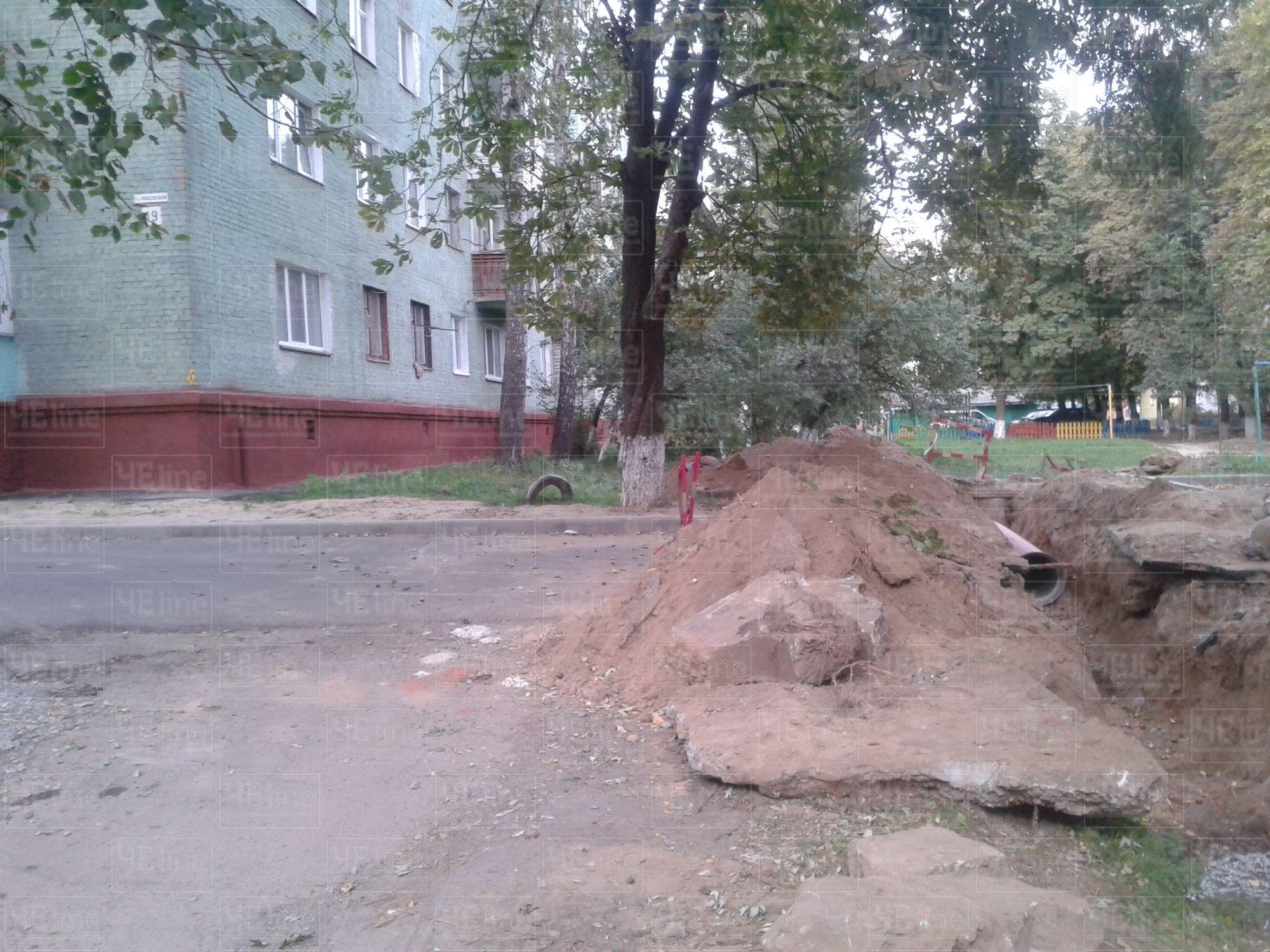 Асфальтні пристрасті: у Чернігові зруйнували нове покриття через каналізацію