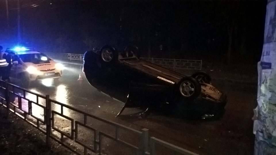 У Чернігові перевернулась автівка (Фото)