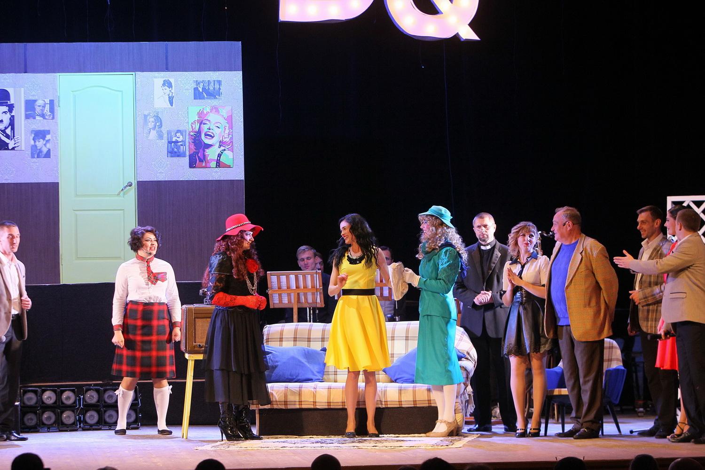 Авантюрна комедія зібрала на сцені зіркових артистів (Фоторепортаж)