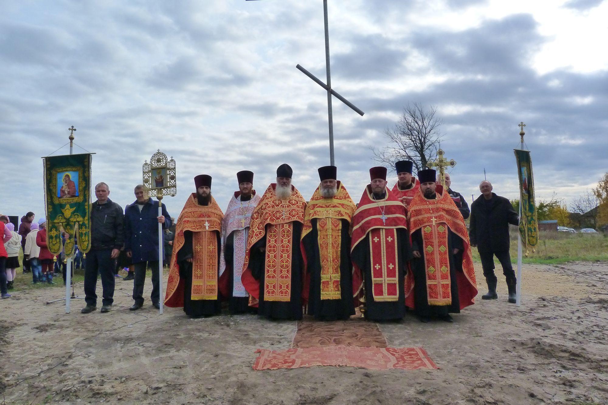У Козарах на місці масового спалення селян встановили й освятили хрест (Фото)