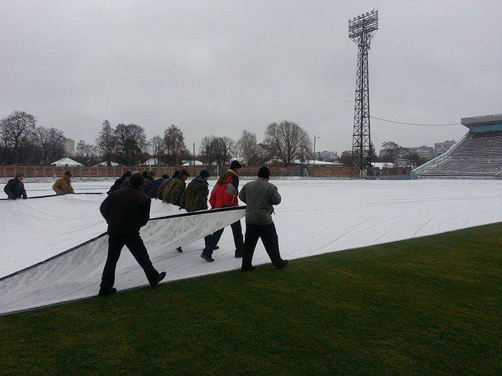 Чернігівський стадіон готують до матчу «Десна» – «Динамо» (Фото)