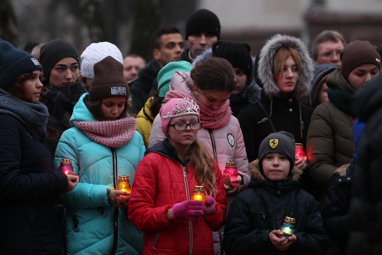 У Чернігові запалили свічки і молилися за жертв Голодоморів (Фоторепортаж)