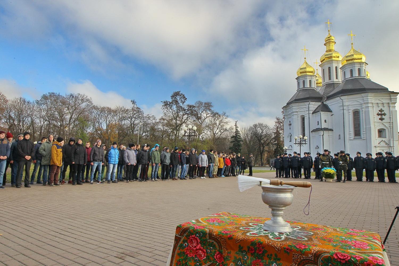 Козацькому роду нема переводу: чернігівська громада провела призовників до армії (Фоторепортаж)