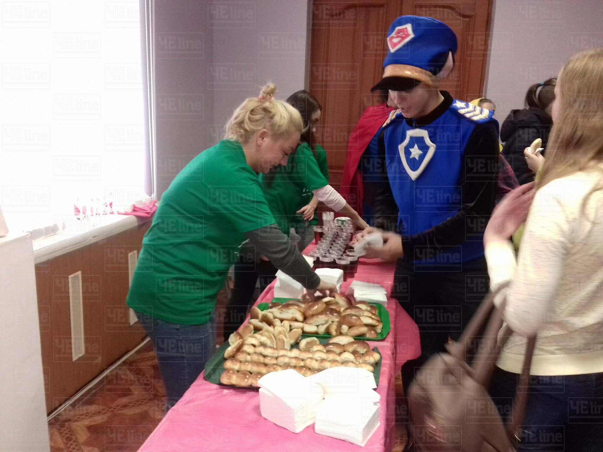 Із булочками та чаєм: у Чернігівському університеті святкують День студента