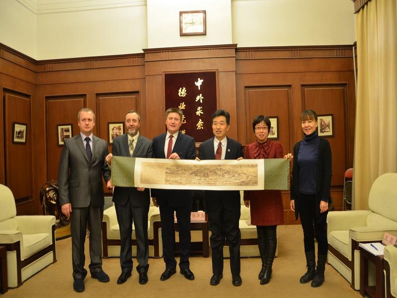 НДУ ім. М.Гоголя підписав угоду про співпрацю з китайським університетом (Фото)