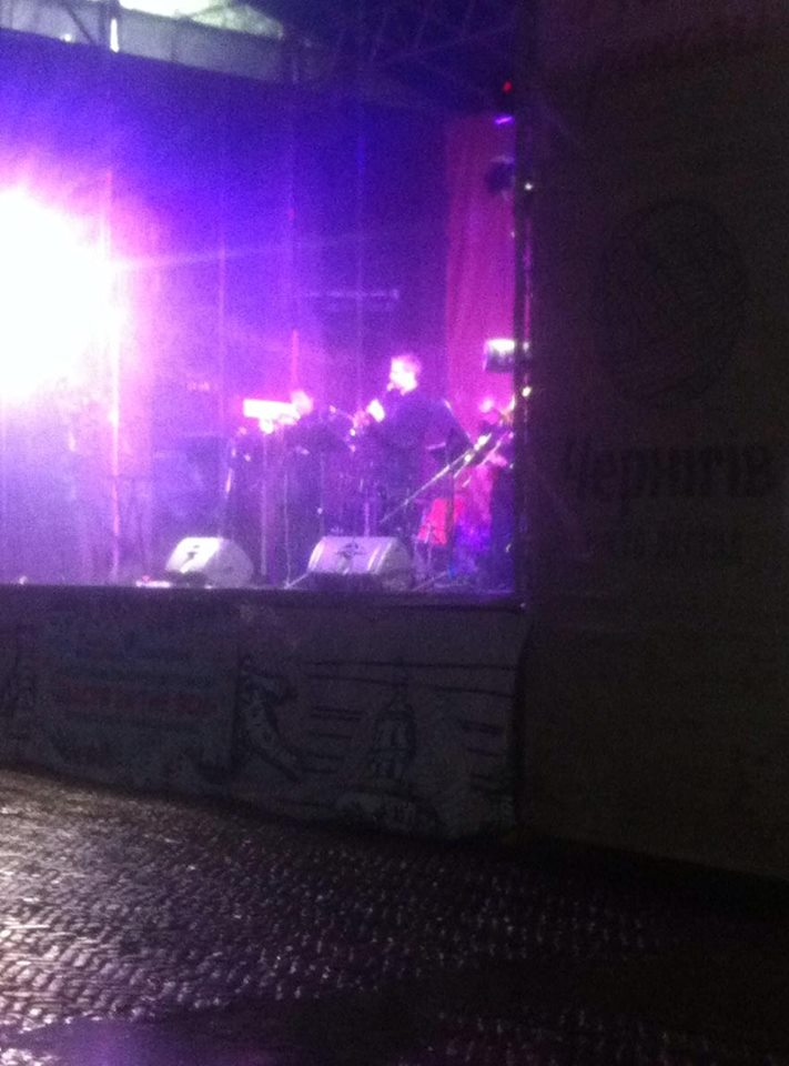 Чернігівські музиканти зіграли на порожній площі (Фотофакт)