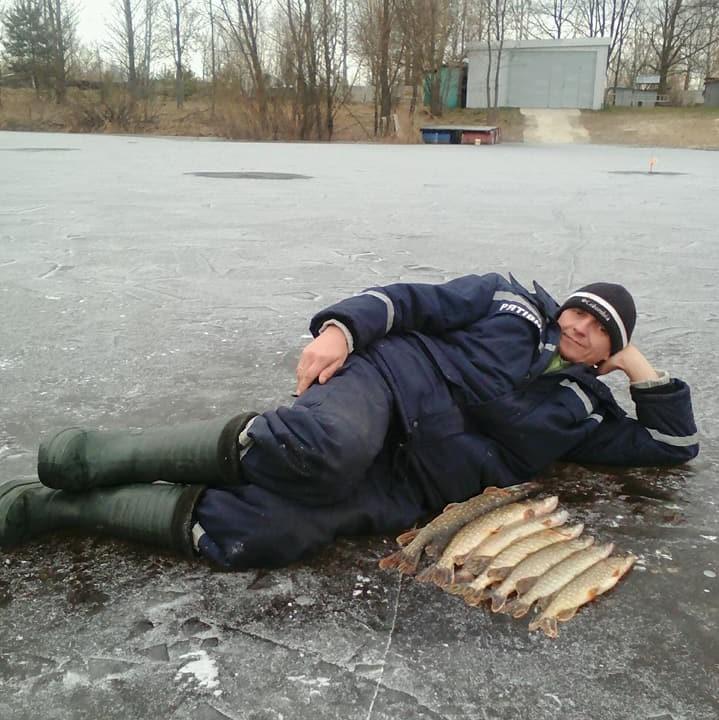 Чернігівські рибалки хизуються трофеями (Фото)