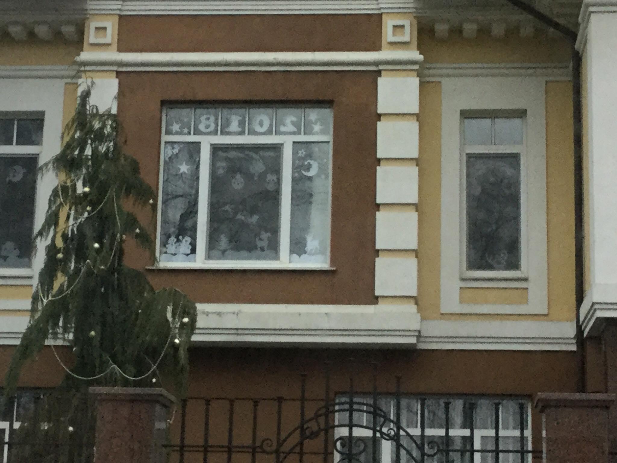 Творчі чернігівці: а як ви прикрасили свої вікна (Фото)