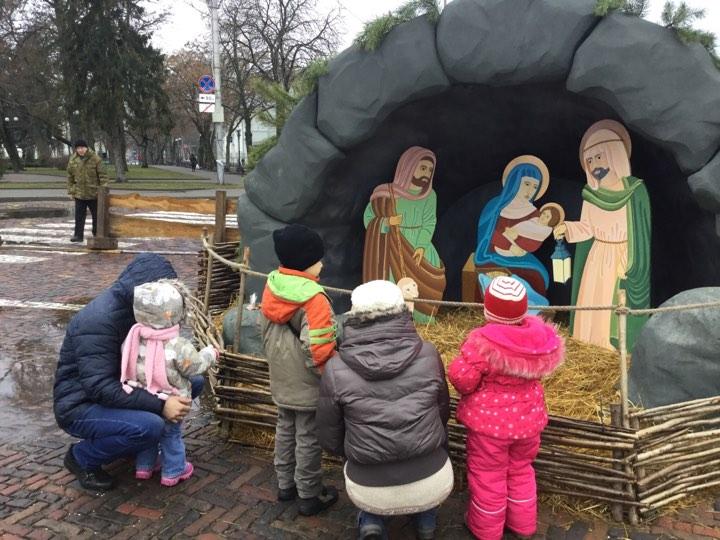 Різдвяне затишшя: на площі без розваг (Фото)
