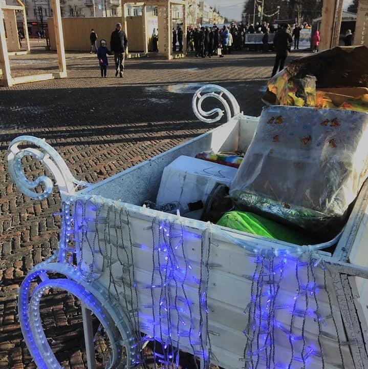 Санчата на Красній площі перетворили на смітник (Фото)