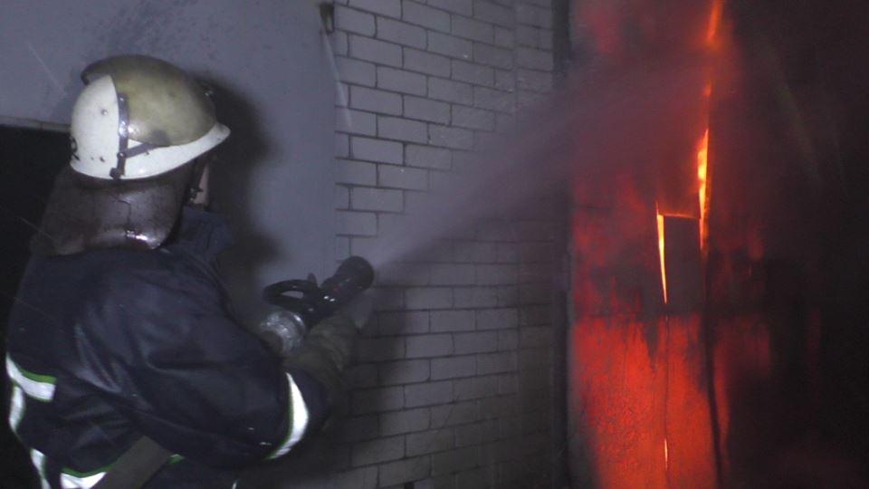 Маштабна пожежа: у Чернігові палав гаражний кооператив (Фото)