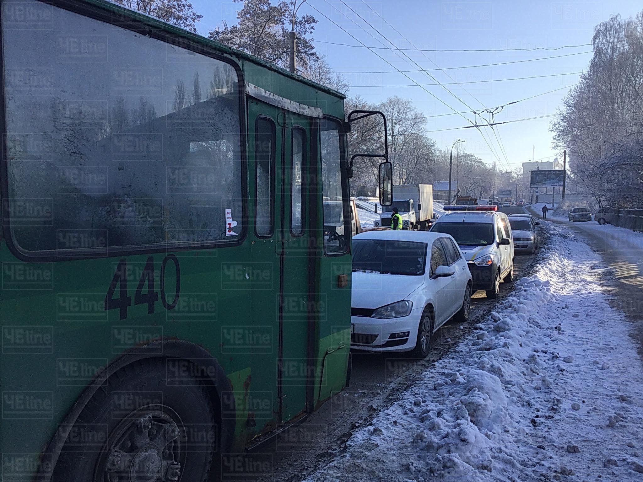 У Чернігові маршрутка з пасажирами влетіла в тролейбус. Є постраждалі (Фото. ОНОВЛЕНО)