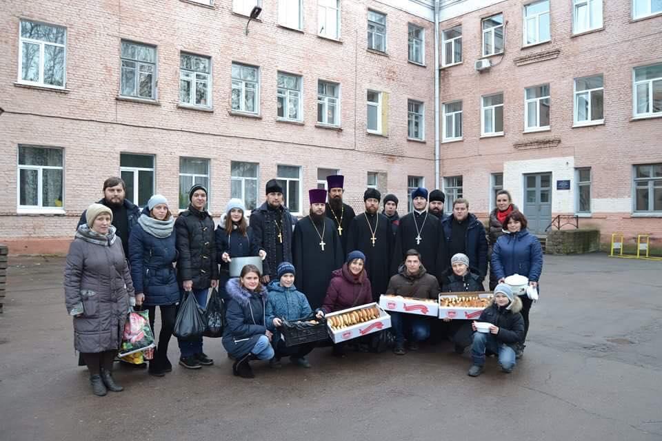 Ніжинські клірики, учні і волонтери зустрічали Різдво благими ділами