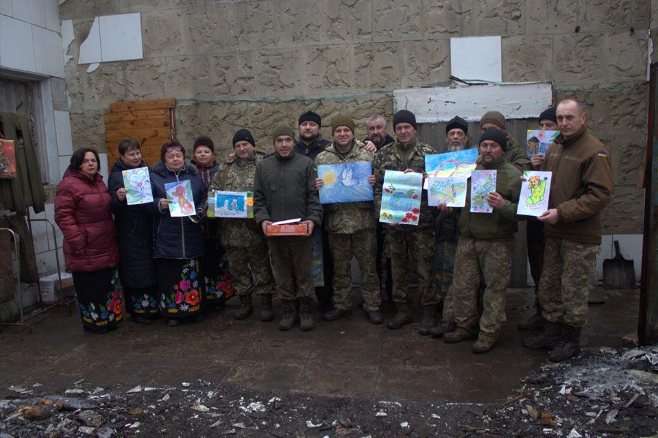 Захисникам України вручили подарунки від школярів Чернігівщини (Фото)