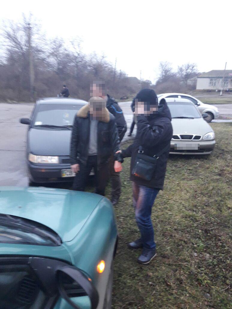 На Чернігівщині СБУ викрила на хабарі двох «колядників» з поліції (Фото)