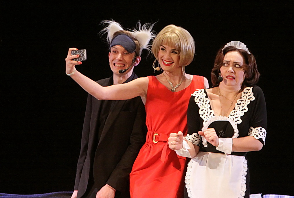 «Вікенд у Парижі»: артисти філармонії потішили шанувальників мюзиклом (Фоторепортаж)