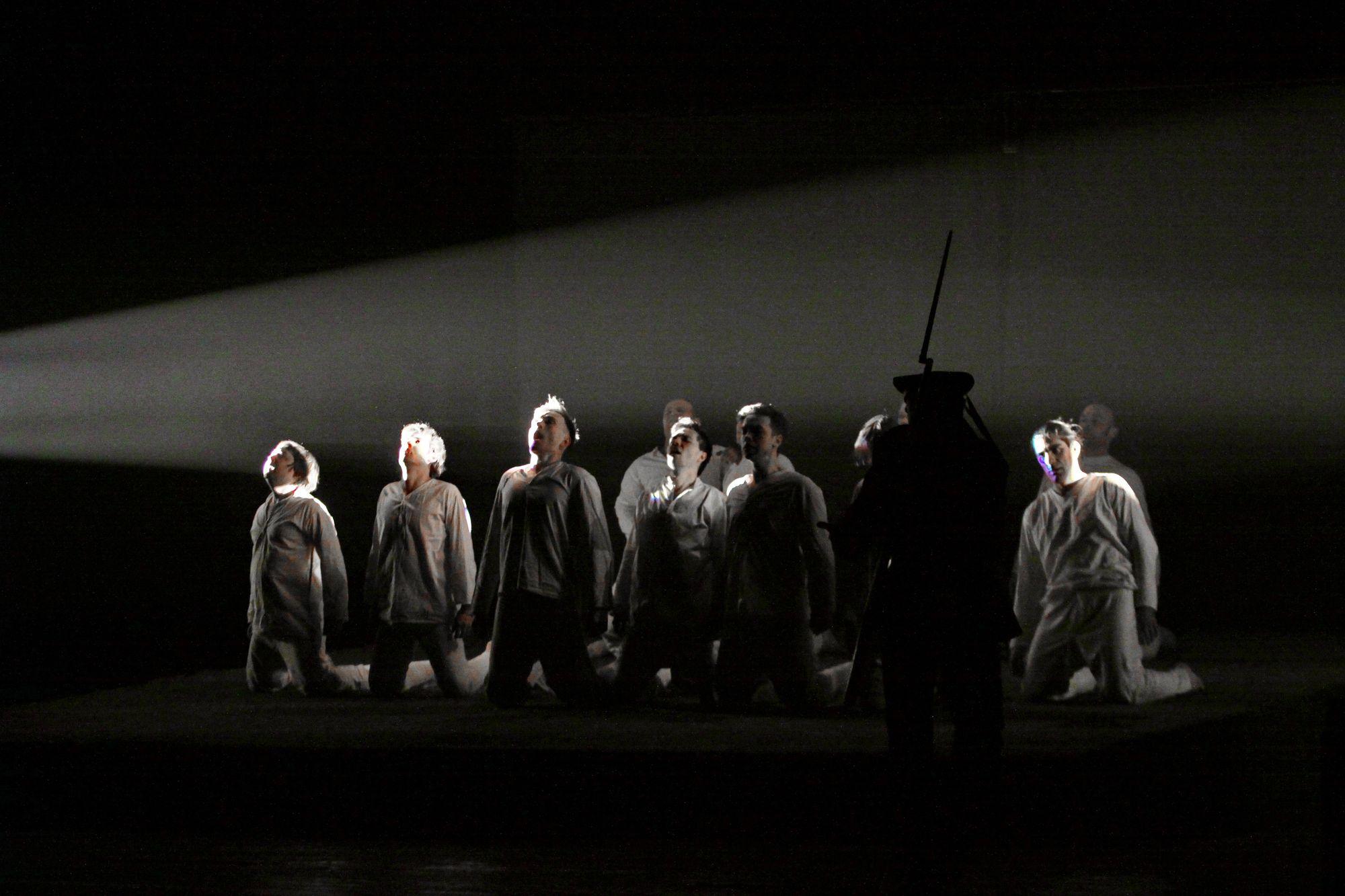 У драмтеатрі інсценізували бій під Крутами (Фоторепортаж)