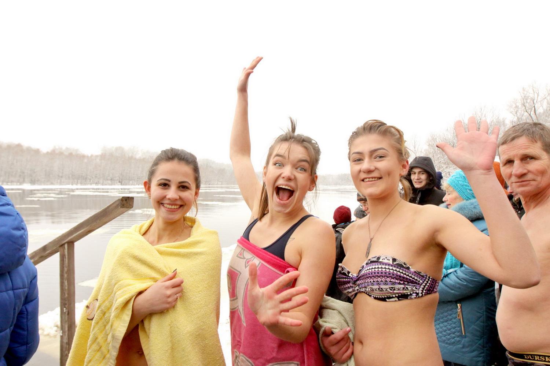 Голі та налякані: як сіверяни на Водохреще купалися (Фоторепортаж)