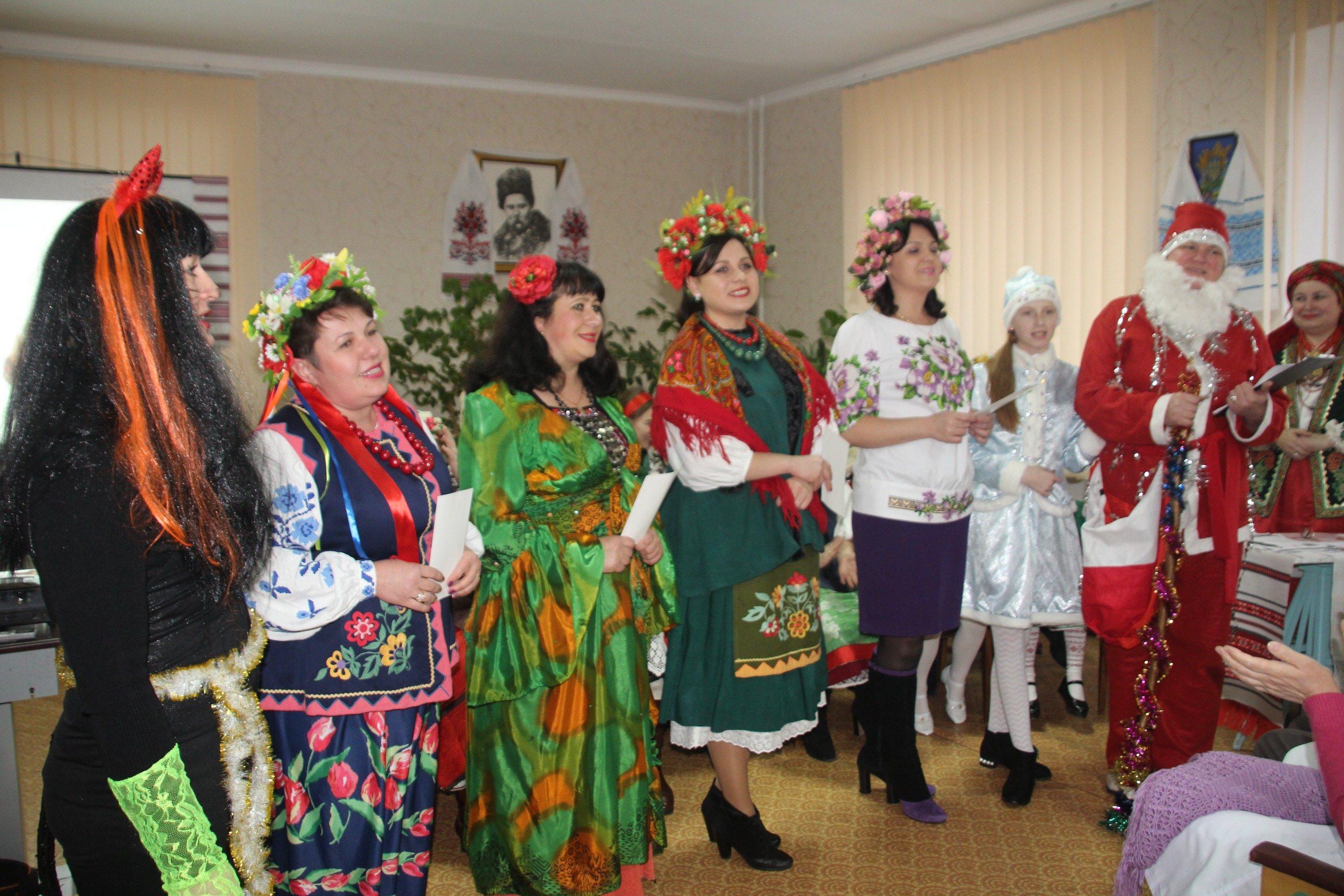 У Ніжині працівниці райлікарні влаштували дефіле в народних костюмах (Фото)