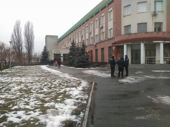 Чернігівська митниця в очікуванні зіткнень з активістами (Фото)