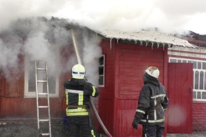 У Чернігові спалахнув п'ятиквартирний житловий будинок (Фото)