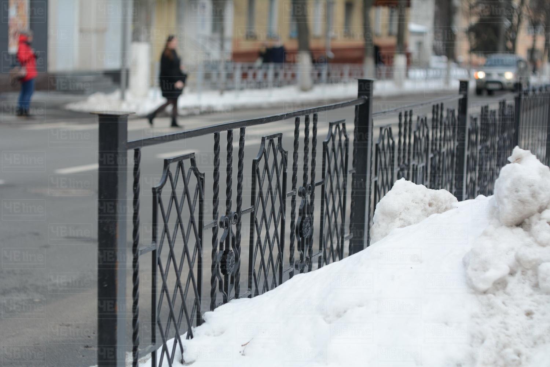 У сквері Хмельницького демонструють нову огорожу (Фотофакт)