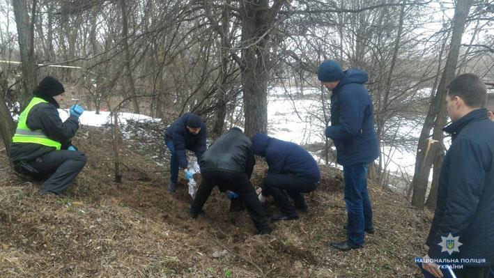 На Чернігівщині чоловік зарубав та закопав жінку