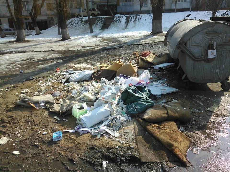 Сміттєвий жах у Чернігові (Фотофакт)