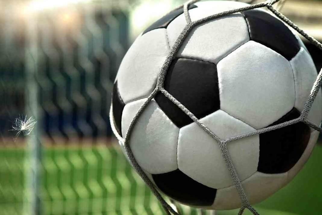 86-futbolnyj-myach-vorota-gol-oboi-sport-1366x768-e1501950715281[1]