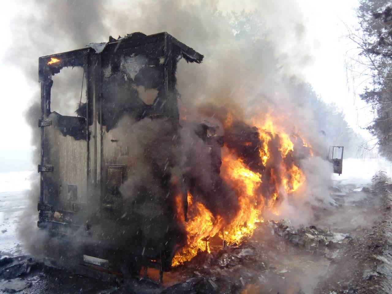 На Чернігівщині внаслідок пожежі вантажівки постраждав водій (Фото)