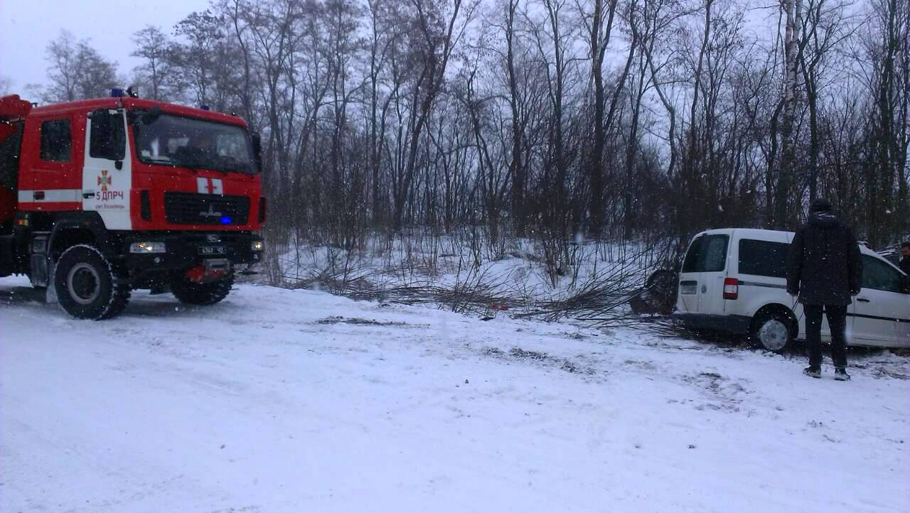 На трасі Чернігів – Київ авто позлітали у кювет (Фото)