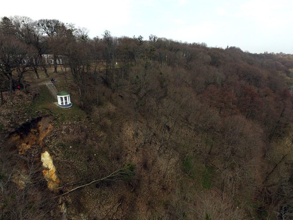 Альтанку Глібова може зруйнувати перший дощ (Фото)