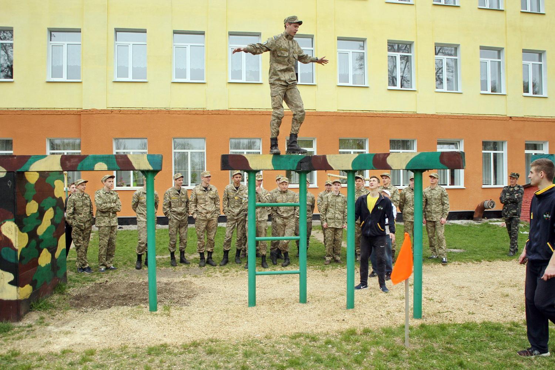 На Чернігівщині понад двісті старшокласників взяли участь у навчально-польових зборах (Фото)